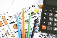 Bleistifte mit Taschenrechner Stockbild