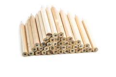 Bleistifte mit unterschiedlicher Farbe über weißem Hintergrund Stockfoto