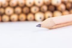 Bleistifte mit unterschiedlicher Farbe über weißem Hintergrund Lizenzfreies Stockfoto