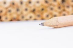 Bleistifte mit unterschiedlicher Farbe über weißem Hintergrund Stockbilder