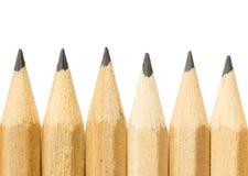 Bleistifte mit unterschiedlicher Farbe über weißem Hintergrund Stockfotos