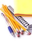 Bleistifte, Stift, Notizbuch, Aufkleber Stockbilder