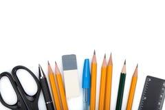 Bleistifte, Stifte, Machthaber, Scheren und Gummi Stockfoto