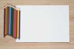 Bleistifte und Albumblatt Lizenzfreie Stockfotografie