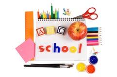 Bleistifte und Apfel - Konzeptschule Lizenzfreies Stockbild