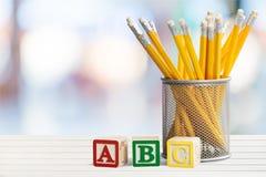 Bleistifte und Blöcke Lizenzfreie Stockfotos