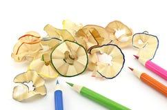 Bleistifte und Bleistiftrasieren Stockfoto