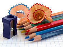 Bleistifte und Bleistiftspitzer Stockfotografie