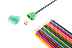 Bleistifte und Bleistiftspitzer Lizenzfreie Stockfotos