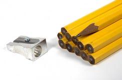 Bleistifte und Bleistiftspitzer Lizenzfreie Stockfotografie