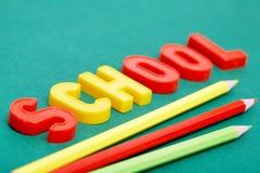 Bleistifte und Buchstaben Stockfotos