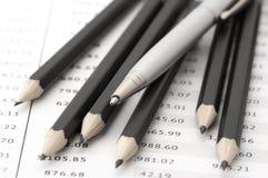 Bleistifte und Feder Lizenzfreies Stockfoto