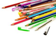 Bleistifte und Federn Stockfotografie