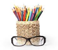 Bleistifte und Gläser Stockfotos