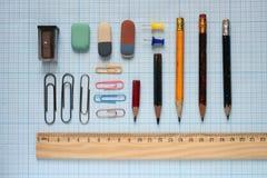 Bleistifte und hölzerner Machthaber Lizenzfreie Stockfotografie