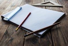 Bleistifte und Machthaber und Papier Lizenzfreies Stockbild