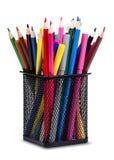Bleistifte und Markierungen im Metallglas Lizenzfreie Stockbilder