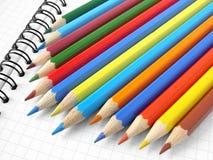 Bleistifte und Notizblock Stockfotografie
