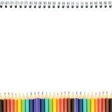 Bleistifte und Notizbuch Stockfotos