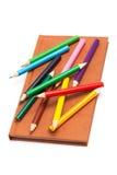 Bleistifte und Notizbuch Stockbilder