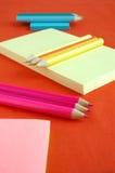 Bleistifte und Papier Stockfotografie