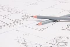 Bleistifte und Papier? ngineering Hauszeichnungen und -pläne Lizenzfreie Stockfotos