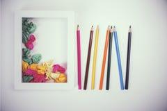 Bleistifte und Papierballtonen Lizenzfreie Stockfotos