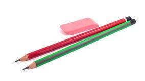 Bleistifte und Radiergummi auf einem weißen Hintergrund Lizenzfreies Stockbild