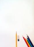 Bleistifte und Radiergummi auf Papier Lizenzfreie Stockfotografie