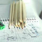 Bleistifte und Sketchpad Stockfotografie