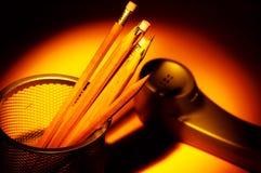 Bleistifte und Telefon Lizenzfreies Stockfoto