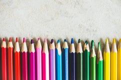 Bleistifte von verschiedenen Farben Lizenzfreie Stockbilder