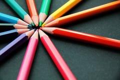 Bleistifte von verschiedenen Farben schließen oben Lizenzfreies Stockfoto