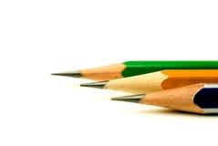Bleistifte von verschiedenen Farben sind auf Weiß Lizenzfreies Stockbild