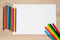 Bleistifte, Zeichenstifte und Albumblatt Stockbild
