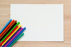 Bleistifte, Zeichenstifte und Albumblatt Stockfotos