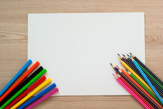 Bleistifte, Zeichenstifte und Albumblatt Stockbilder