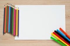 Bleistifte, Zeichenstifte und Albumblatt Stockfotografie