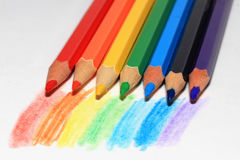 Bleistifte zeichnen einen Regenbogen Lizenzfreie Stockfotos