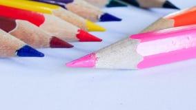 Bleistiftfarbe auf Hintergrund Stockbilder