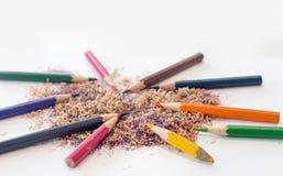 Bleistiftfarbe und -sägemehl Lizenzfreies Stockfoto