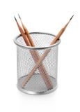 Bleistifthalterung mit Bleistiften auf Weiß Lizenzfreies Stockfoto