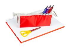 Bleistiftkasten und -scheren Stockfotografie