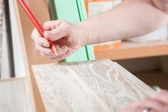 Bleistiftlinie auf Holz Stockbild