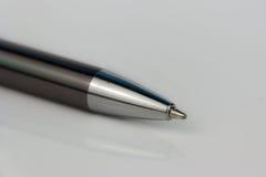 Bleistiftmakro, Stift auf weißem Hintergrund Lizenzfreies Stockfoto