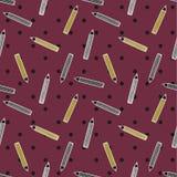 Bleistiftmuster auf purpurrotem Tupfenhintergrund Stockbild