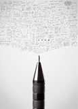 Bleistiftnahaufnahme mit flüchtigen Diagrammen Stockfotos