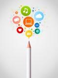 Bleistiftnahaufnahme mit Ikonen des Sozialen Netzes Lizenzfreie Stockfotos