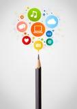 Bleistiftnahaufnahme mit Ikonen des Sozialen Netzes Stockbilder