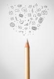 Bleistiftnahaufnahme mit Sozialmedienikonen Stockfotografie